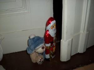Teddy Bär entführt Weihnachtsmann