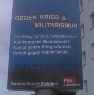Wahlplakat der PSG in Berlin - Gegen Krieg und Militarismus