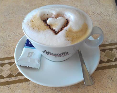 Tasse Cappucino mit Herz