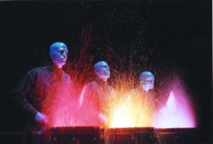 Beginn und Finale der Blue Man Group