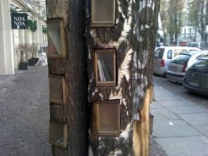 Bücher-Tauschbaum in Berlin