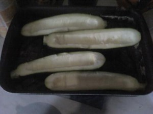 Ausgehöhlte Zucchinis