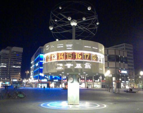 Weltzeituhr am Alexanderplatz in Berlin